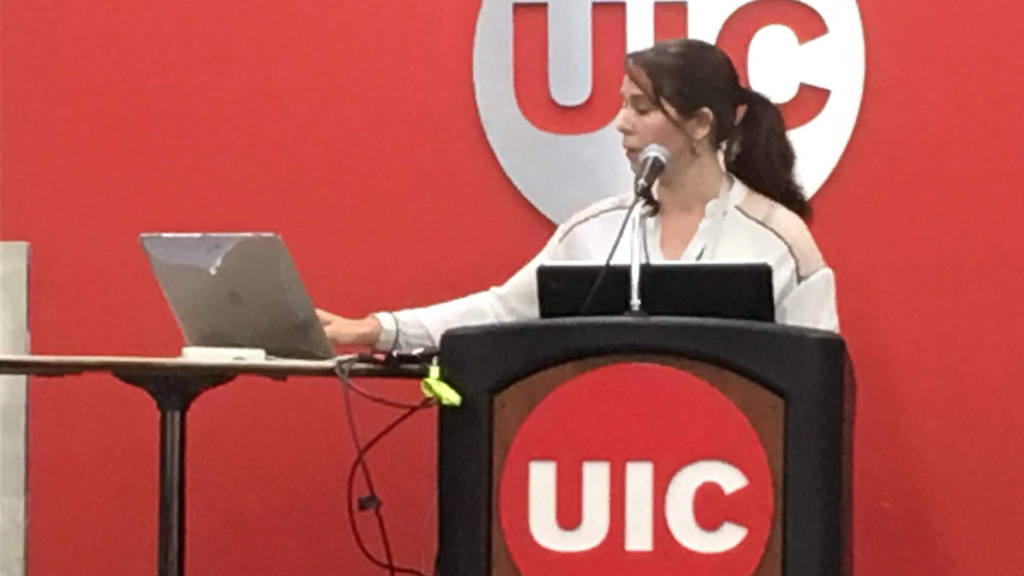 """Estelle Meaux presents her research at the """"Behaviour 2019"""" meeting in Chicago, US."""